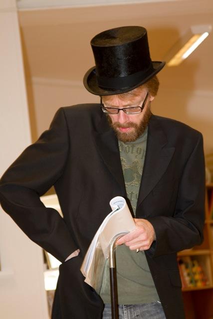 Mr Scrooge ( Göran Lidemalm letar efter sina kära slantar